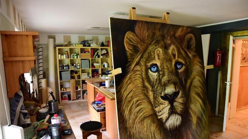 Kleinste Details lassen den Löwen lebendig wirken.