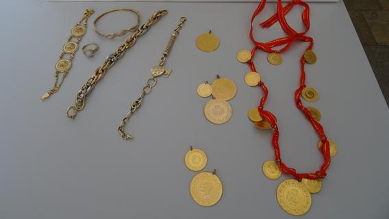 Goldschmuck im Wert von 4800 Euro geschmuggelt: Zoll stoppt Ehepaar