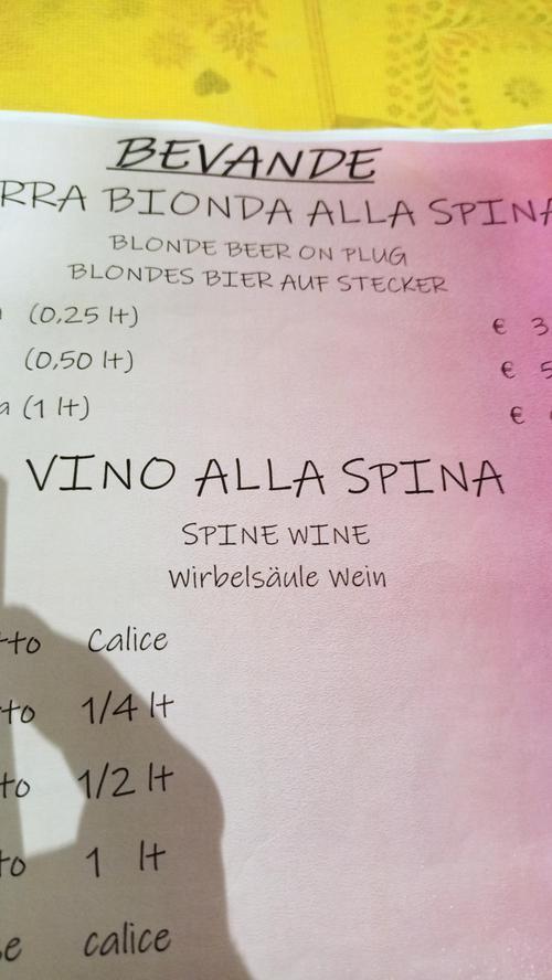 Gesehen von Jutta Reinelt aus Nürnberg nördlich von Florenz am Lago di Suviano in einem Restaurant. Gemeint ist Wein vom Fass.