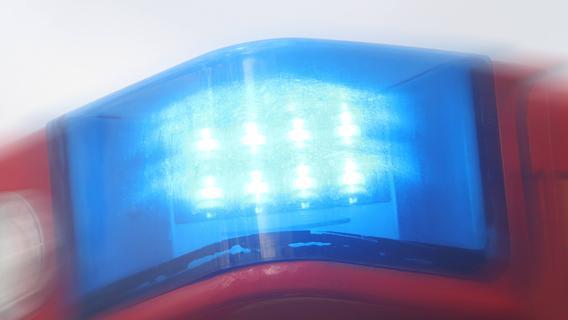 Verkehrsunfall bei Ansbach: 34-Jährige wird von Bahnbrücke geschoben