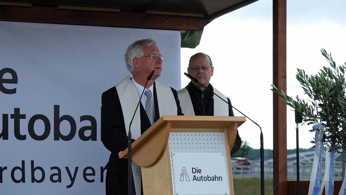 Einweihung des Autobahnkreuzes Fürth/Erlangen mit den beiden Dekanen Michael Pflaum und Peter Huschke.
