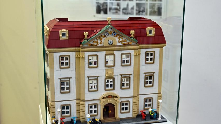 100 Jahre Erlanger Stadtbibliothek: In der Ausstellung zum Jubiläum war auch Dominik Beuers Palais-Stutterheim-Modell aus Lego zu sehen.
