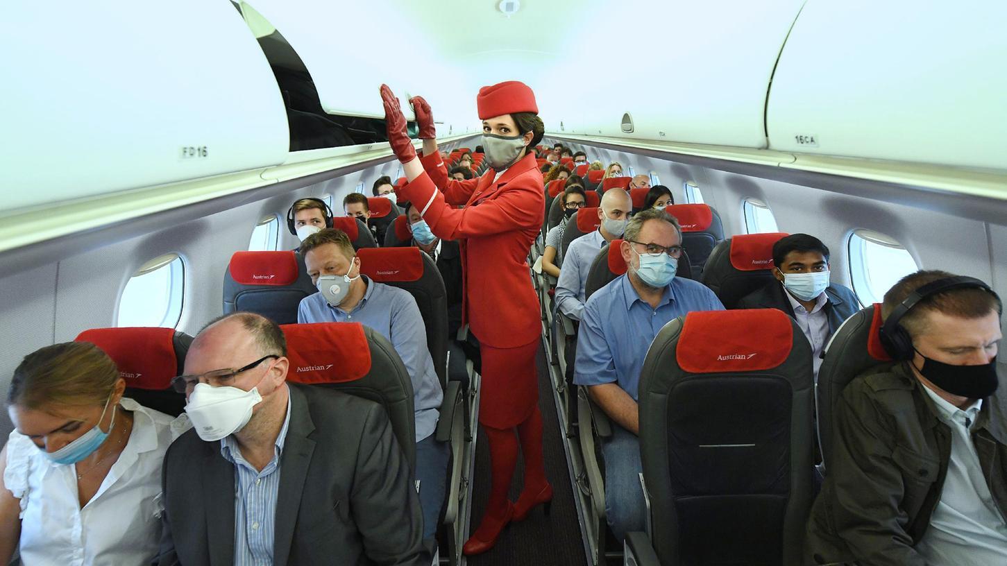 Stewardessen müssen derzeit immer damit rechnen, dass sich jemand weigert, eine Maske zu tragen.