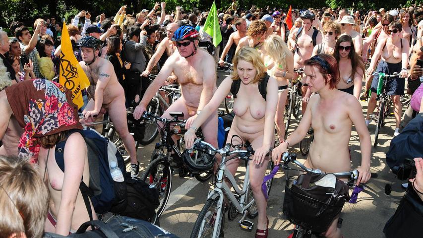 Teilnehmer beim World Naked Bike Ride in London.