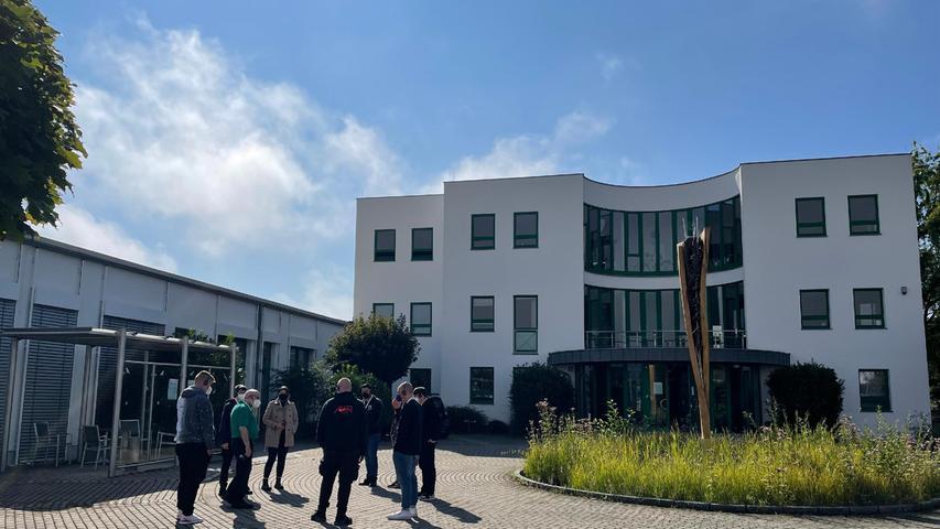 Die Firma Peter Brehm aus Weisendorf hat heuer8 neue Auszubildende (nun insgesamt 21 Auszubildende im Betrieb) begrüßt, die nac einem gemeinsamen Mittagessen und einem Firmenrundgang im Rahmen einer Schnitzeljagd unter anderem auch das Gründungsgebäude im benachbarten Ort kennenlernen konnten.