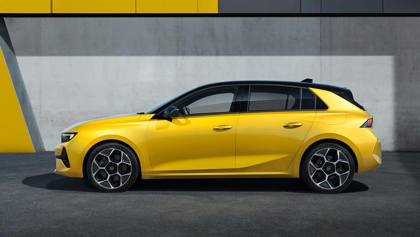 Neben dem in zwei Leistungsstufen verfügbaren 1,2-l-Dreizylinder-Benziner (85 kW/110 PS und 96 kW/130 PS) lässt es der Astra nach wie vor dieseln, der 1,5-l-Vierzylinder mit ebenfalls 130 PS gibt den Sparkönig im Programm, 4,4 l/100 km soll er konsumieren.