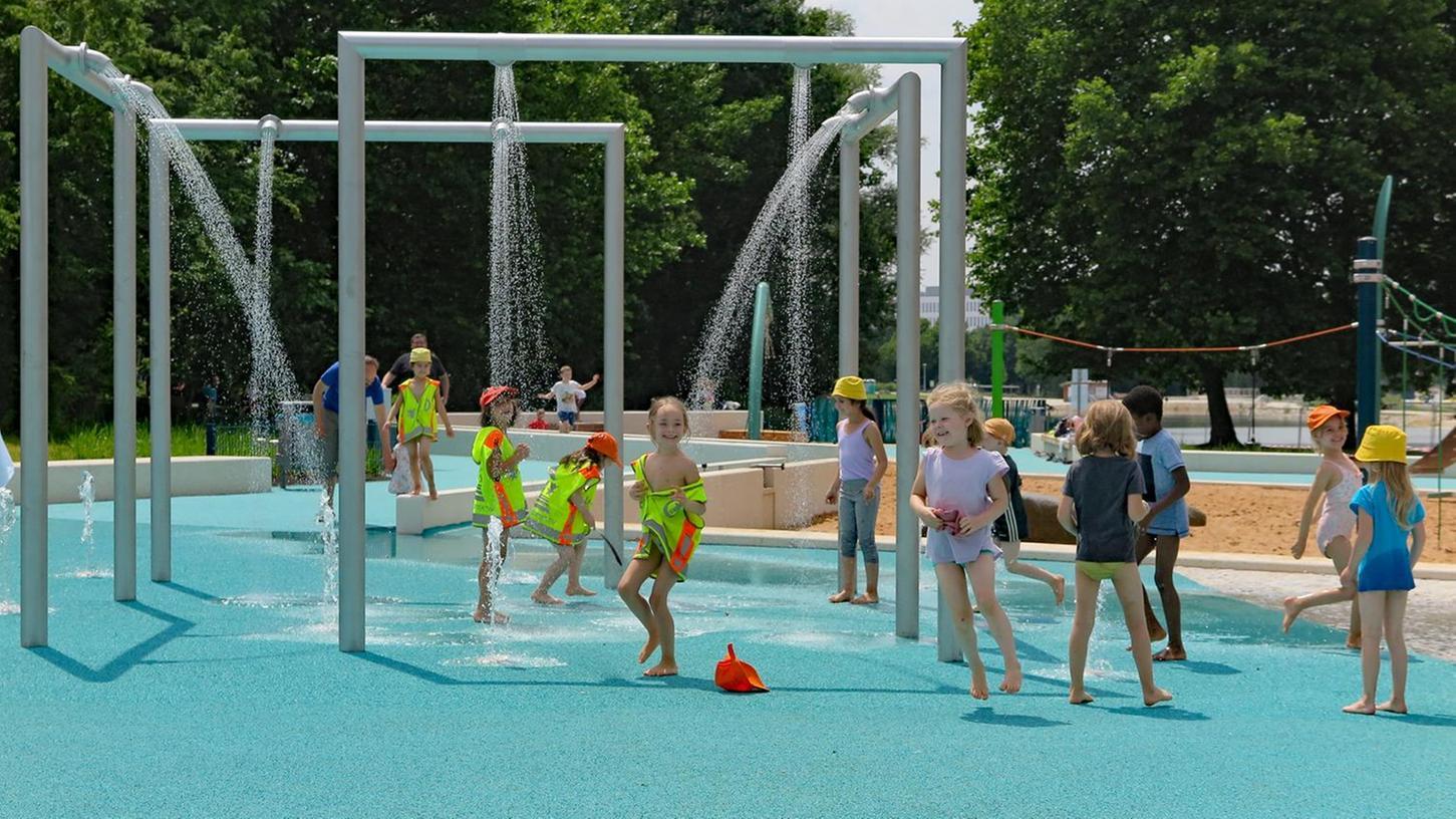 Beliebt: Der im Sommer 2018 eröffnete Wasserspielplatz an der Norikusbucht – mit seinem barrierefreien Wasserkubus.
