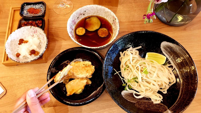 Etwa Udon-Nudeln zum Dippen werden im neuen Monki Ramen aufgetischt – als leichtere Alternative zum Ramen im Sommer.