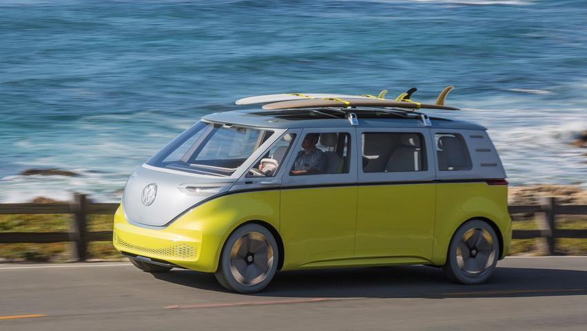 Einen rein elektrischen Multivan wird es nicht geben. Den Part des puren Stromers übernimmt der ID.Buzz (hier noch als Showcar).