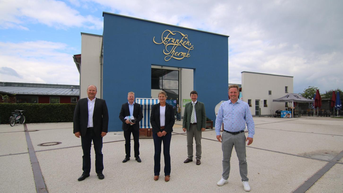 Die neue Führungsriege von Franken-Therme sowie Kur-, Kongress- und Touristik-GmbH (vorne, von links), Oliver Fink, Elke Strebel und Jörg Stämmer, mit (hinten, von links) Mike Bernasco und Jürgen Heckel.