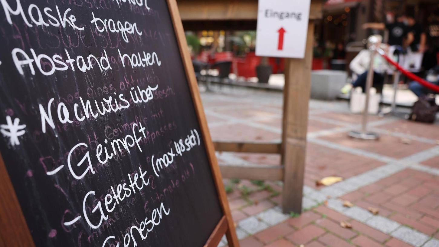 In dieser Gaststätte gelten, wie in allen anderen, die 3G-Regeln. Nur: Wer überprüft, ob Wirt und Gäste diese auch einhalten?