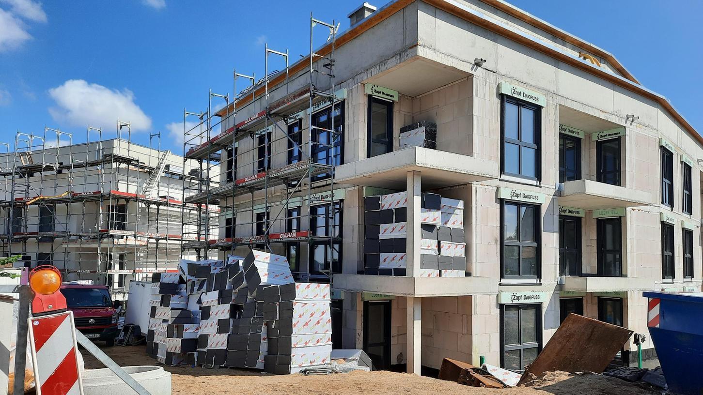Für ein Bevölkerungswachstum braucht es Wohnraum - so wie er hier im Baugebiet auf dem Gelände der ehemaligen Stadtbrauerei in Roth entsteht.