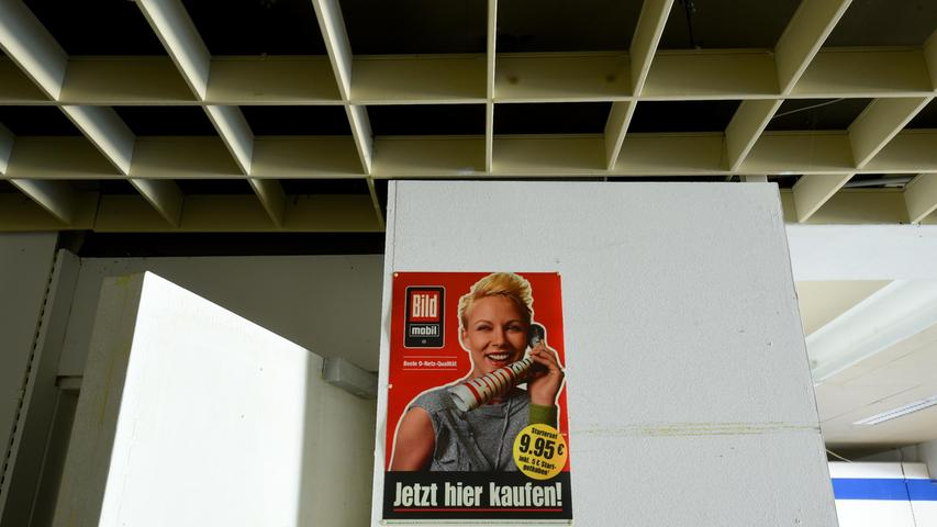 Mancherorts hängen noch Plakate und Poster.