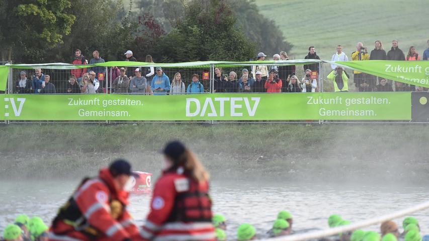 05.09.2021 ---Triathlon --- 2021 --- DATEV Challenge Roth 2021  --- Foto: Sportfoto Zink/OGo ---   Feature Impression Symbolbild Symbolfoto - Zuschauer