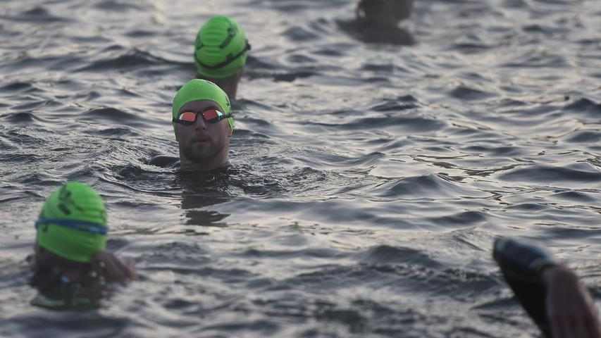 05.09.2021 ---Triathlon --- 2021 --- DATEV Challenge Roth 2021  --- Foto: Sportfoto Zink/OGo ---   Feature Impression Symbolbild Symbolfoto Schwimmstrecke Schwimmen