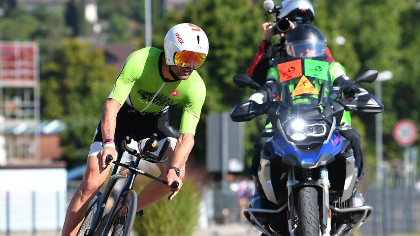 05.09.2021 ---Triathlon --- 2021 --- DATEV Challenge Roth 2021 --- Foto: Sportfoto Zink/OGo --- ..Göhner Michael (71, Team Mohrenwirt ) Feature Impression Symbolbild Symbolfoto - Radstrecke Heideck
