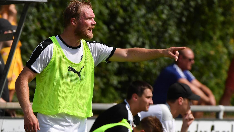 Da geht's nach oben: Herzogenaurachs Trainer Jakob Karches.