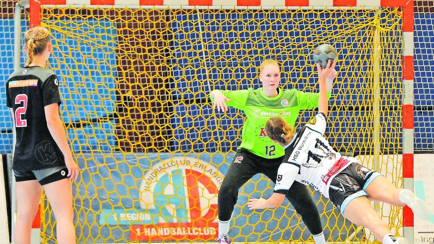Erfolgreicher Saisonauftakt für die Frauenmannschaft des HC Erlangen in der 3. Liga: Torfrau Corina Frost trug mit zahlreichen Paraden und vier abgewehrten Siebenmetern maßgeblich zum 28:23-Sieg des Aufsteigers im ersten Drittliga-Match bei.