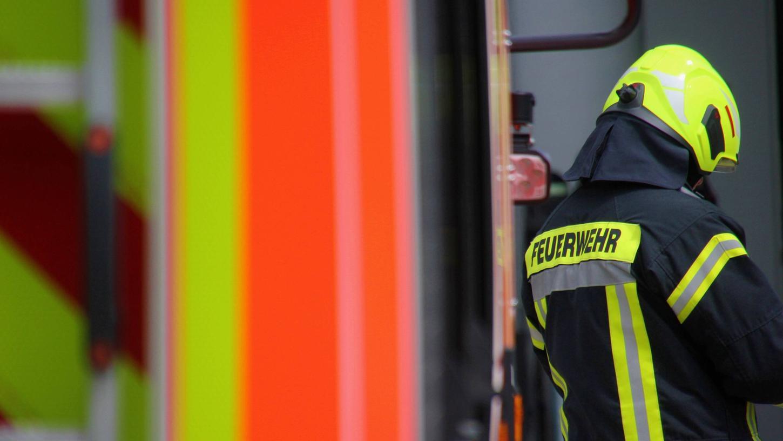Der Feuerwehrmann erlitt bei dem Unfall leichte Verletzungen.