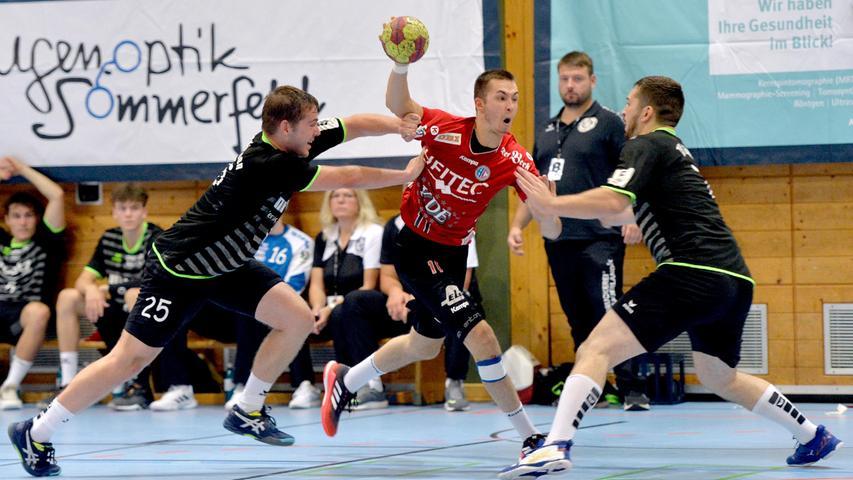 Erlangen:  Erstes Heimspiel der neuen Drittliga-Handball-Saison für die Spieler der U 23 des HC Erlangen. Wieder vor Zuschauern gewannen die Erlanger durch ein Tor in letzter Sekunde von Tim Bauder mit 25:24 Toren.  Im Bild: Marschall. 04.09.21. Foto:  Harald Sippel