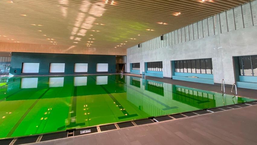 Darum ist das Wasser im Neumarkter Schlossbad grün verfärbt