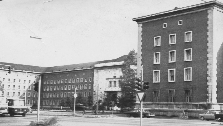 So urteilt Washington über die Merrell Barracks: eine verwahrloste Stätte des Verbrechens und des Haschhandels.