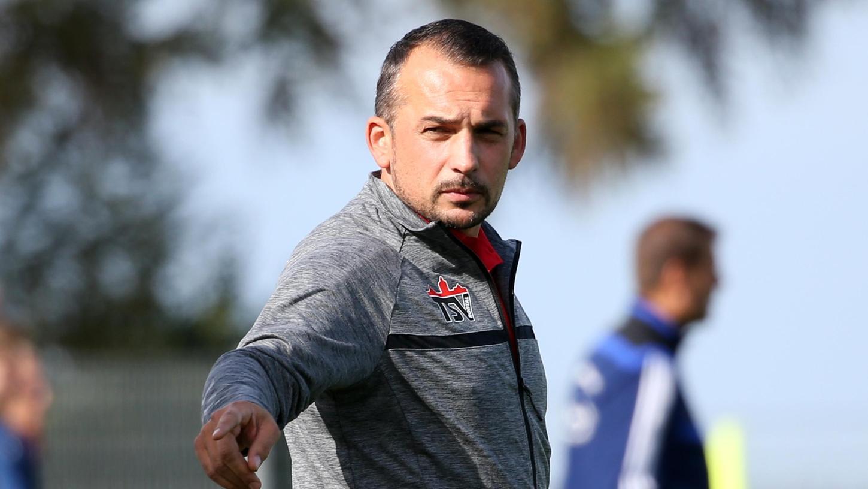 Özcan Gündogan ist seit drei Jahren an der Seitenlinie des TSV Roßtal, mit dem er aufgestiegen ist. Mit der Kreisliga Frankenhöhe fremdelt er noch.