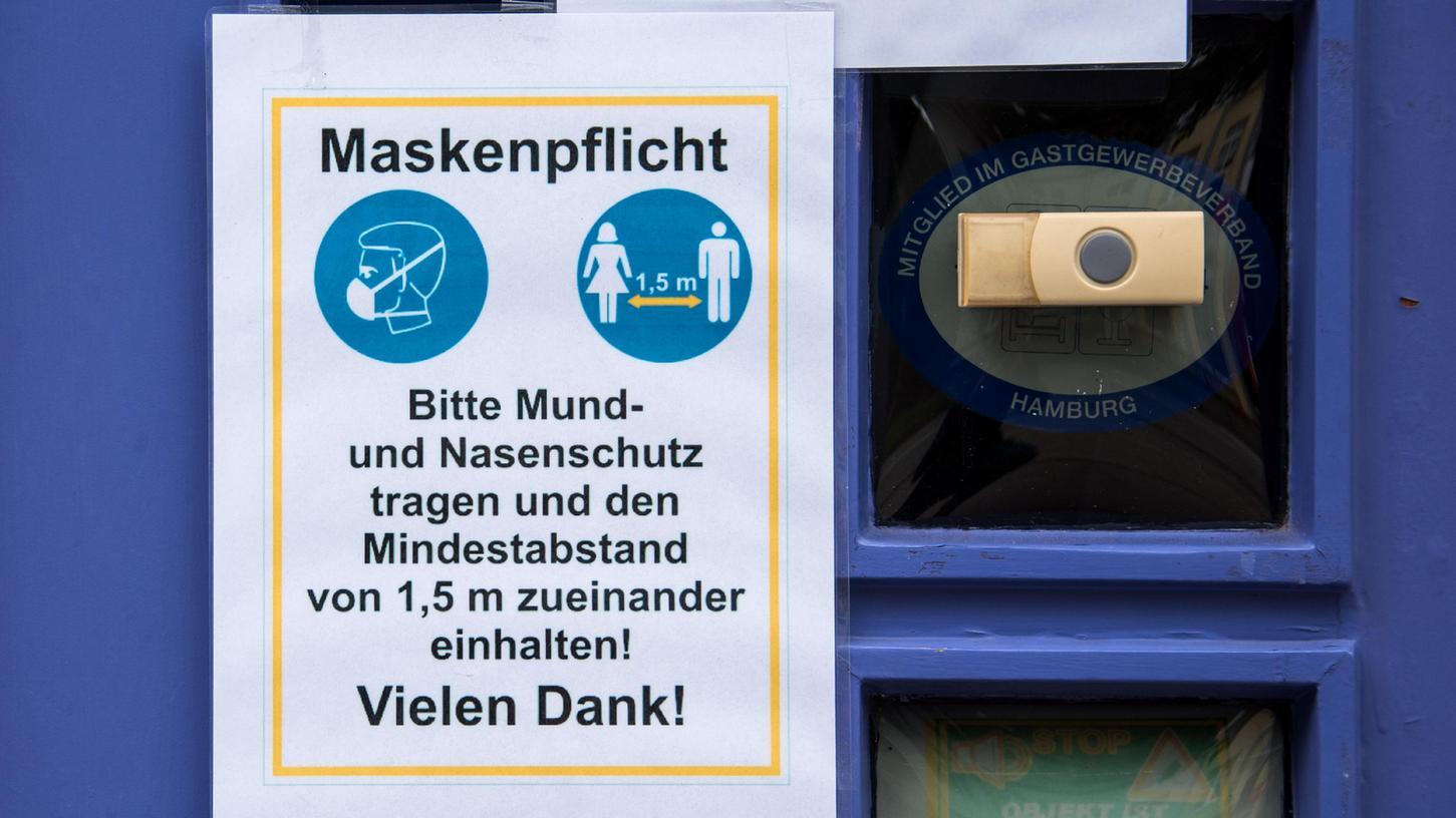 Maskenpflicht und Mindestabstand sind zwei der Corona-Schmutzmaßnahmen in Bayern.