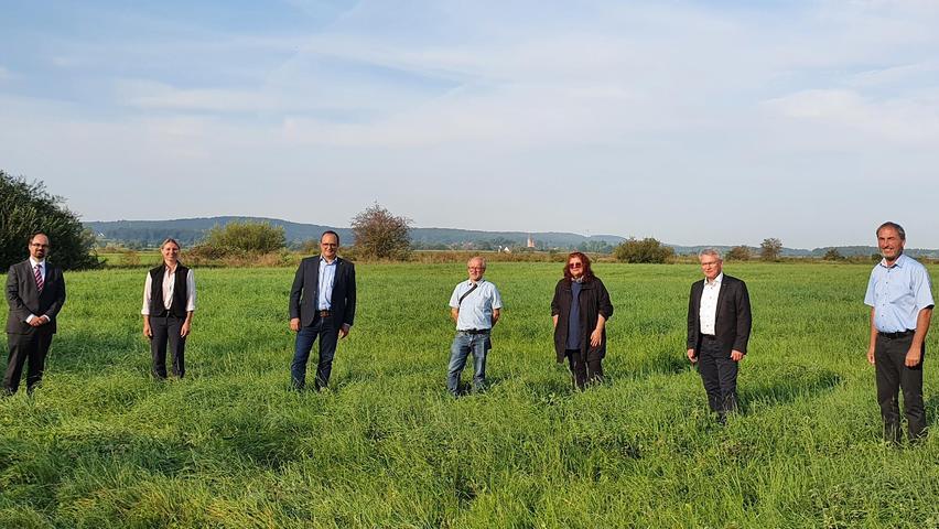 Noch auf Grund des Landkreises Weißenburg-Gunzenhausen, doch schon im Hintergrund sind der Mörsacher Kirchturm und der Arberger Fernsehturm zu erahnen: Alban Barrón, Abteilungsleiter