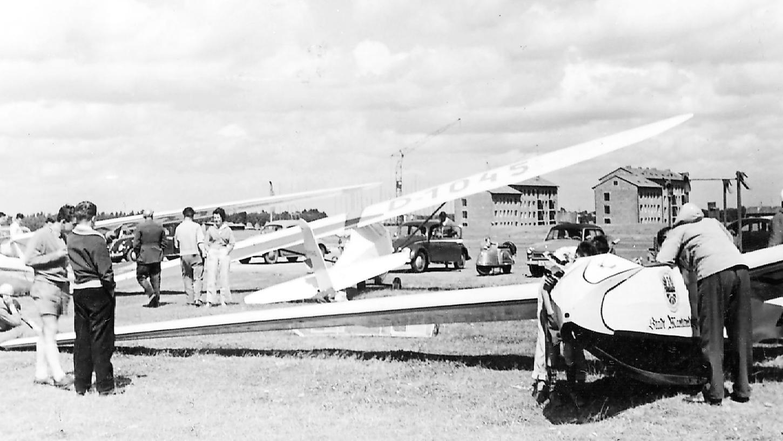 In den Anfangsjahren starteten Flugzeuge des Aero-Club Fürth vom internationalen Industrieflughafen auf der Hardhöhe.
