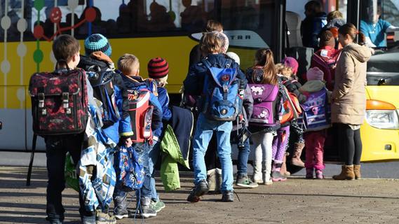 Eltern sind entsetzt: Der Schulbus fällt künftig weg