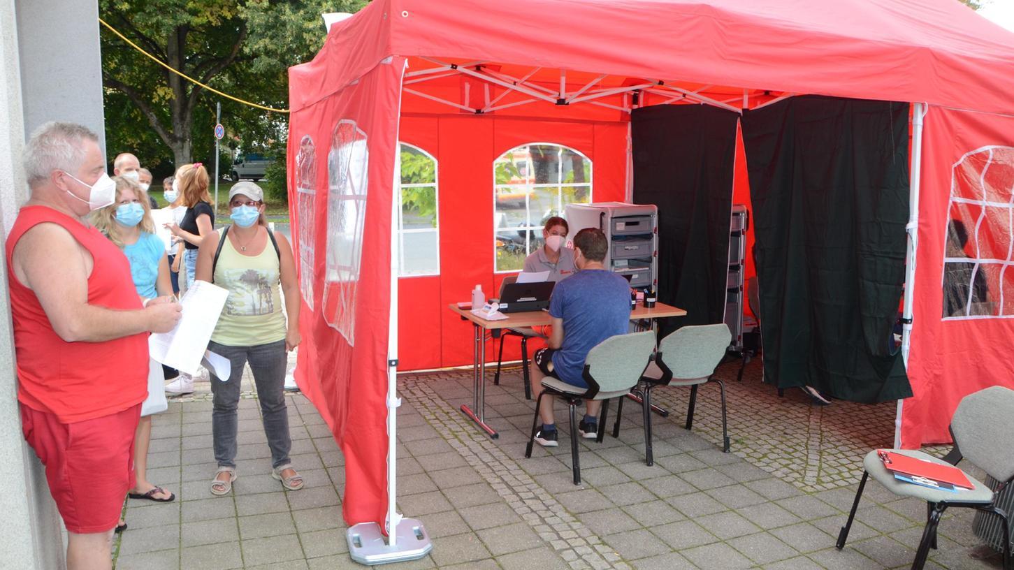 Das Impfzelt der Johanniter war am Dienstagnachmittag beim Jobcenter in der Nördlinger Straße gut besucht. Am heutigen Donnerstag steht es bei Edeka, ebenfalls in der Nördlinger Straße.