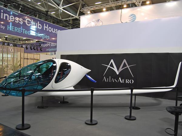 Senkrechtstarter: Auch Fluggeräte wie der Atlas Aero sind zu besichtigen.