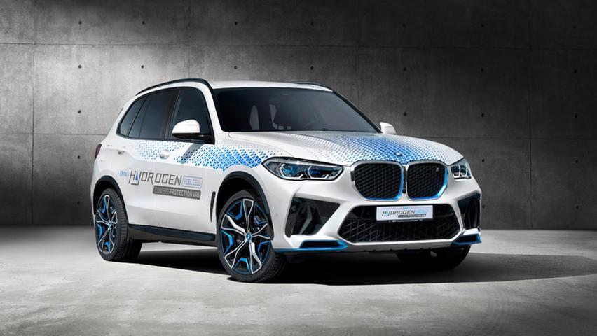 Beim Heimspiel in München ist auch die Serienversion des Wasserstoff-Modells iX5 Hydrogen präsent. Zu kaufen wird es nicht vor 2025 sein.