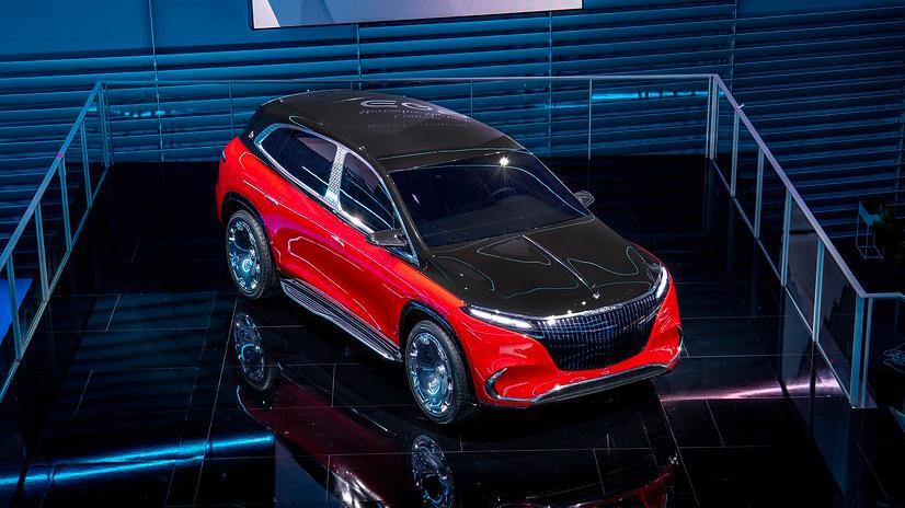 So stellt sich Mercedes die SUV-Version des edlen Maybach vor - das zweifarbig lackierte Concept-Car geht mit Elektroantrieb ans Werk.