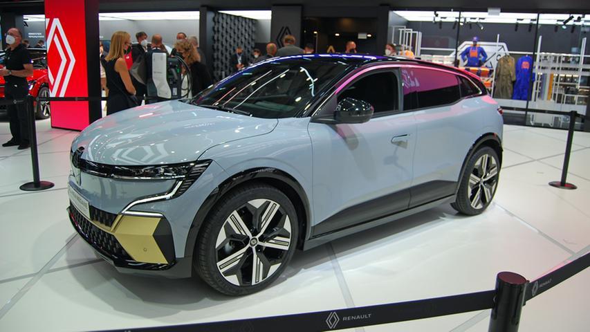 Mit dem Kompakten gleichen Namens hat der elektrische Mégane nichts gemein. Er verkörpert ein SUV-Concept, wird in zwei Akkugrößen (40 kWh/300 km Reichweite und 60 kWh/maximal 450 km) angeboten und in zwei Leistungsstufen. Preise sind noch nicht bekannt, Bestellstart ist im Februar 2022.