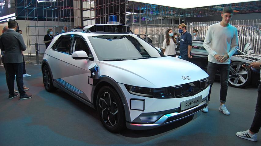 Auch autonomes Fahren ist ein Thema auf der IAA Mobility. Hyundai zeigt ein selbstfahrendes Taxi auf Basis des elektrischen Ioniq 5.