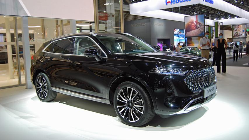Wey gehört wie Ora zum Great-Wall-Konzern. Das Debütmodell für Deutschland ist allerdings kein reines E-Auto, sondern ein Plug-in-Hybrid - mit stattlichen 150 Kilometern Reichweite. Ausgestattet ist das 4,80 Meter lange Oberklasse-SUV