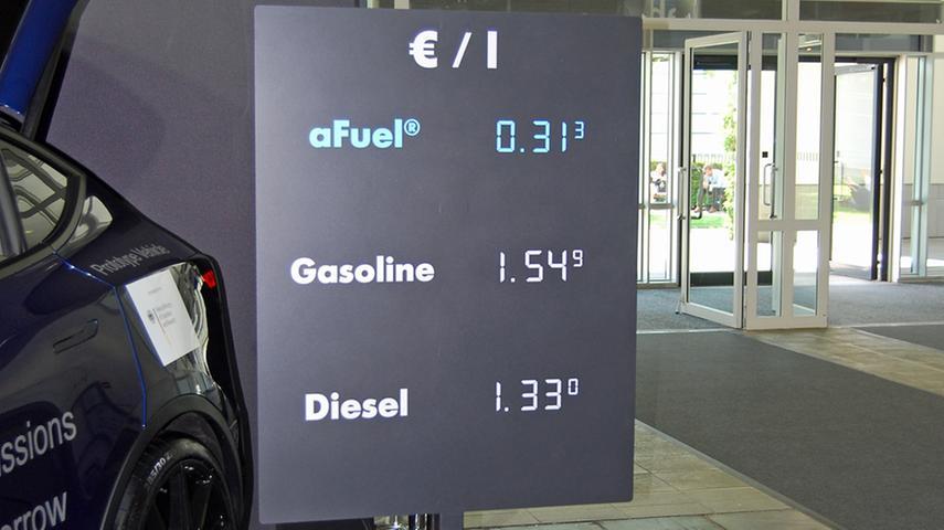 Gleichzeitig wirbt man schon einmal mit günstigen Kraftstoffpreisen. Das