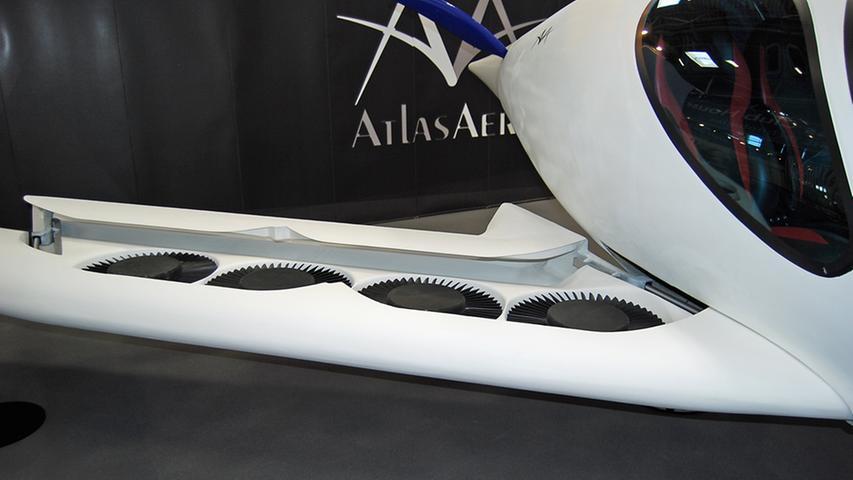 Der Kraftstoffverbrauch soll nur fünf Liter pro 100 km betragen. Als Reichweite für den 300 km/h schnellen Aero werden 1500 Kilometer genannt. 2026 könnte die Serienproduktion starten.