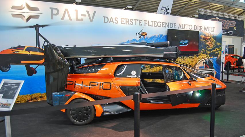 Das niederländische Flugauto PAL-V hat sich als Prototyp schon 2012 in die Lüfte erhoben. Reservierungen sind inzwischen ab 299.000 Euro (vor Steuern) möglich.