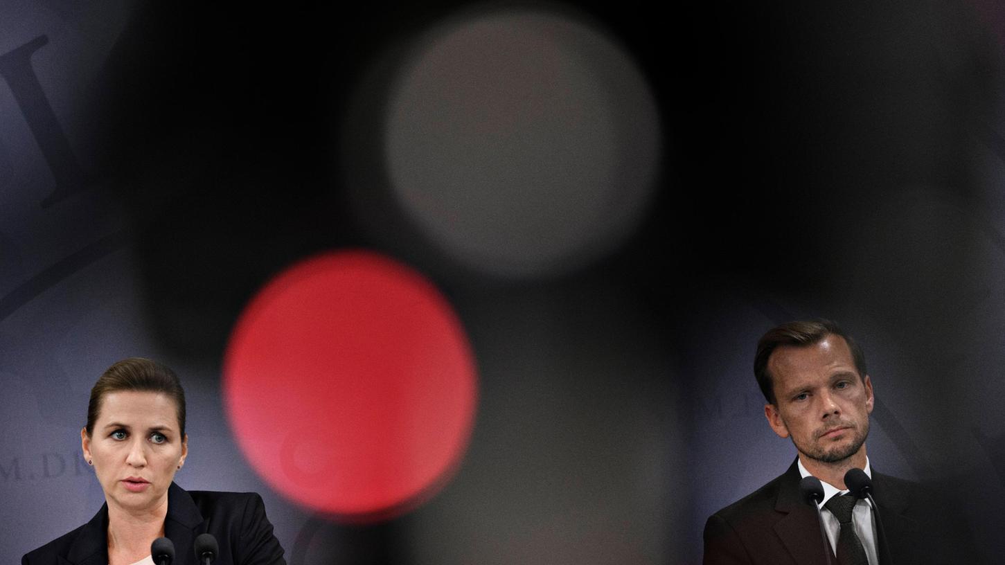 Ministerpräsidentin Mette Frederiksen und Arbeitsminister Peter Hummelgaard stellen das neue Reformpaket vor.