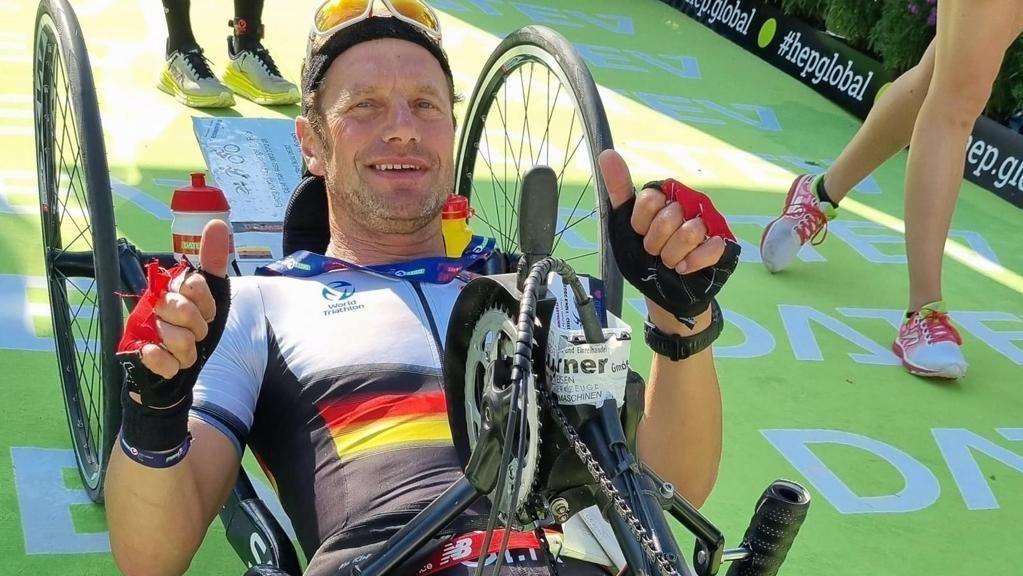 Neue Erfahrung für den an der Hüfte verletzten Knoll: 42,195 km mit dem Handbike.