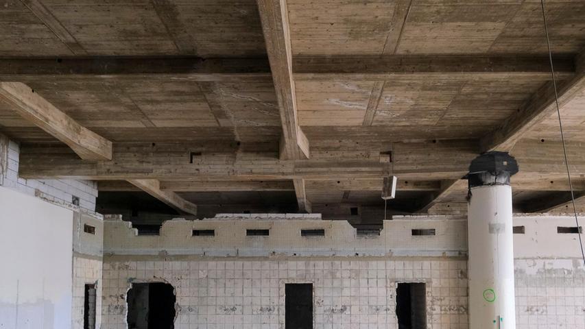 Zwölf Jahre lang stand der Riesenkomplex so gut wie leer, nur ab und zu regte sich mit kleinen Zwischennutzungen etwas Leben in dem einstigen Quelle-Versandzentrum.