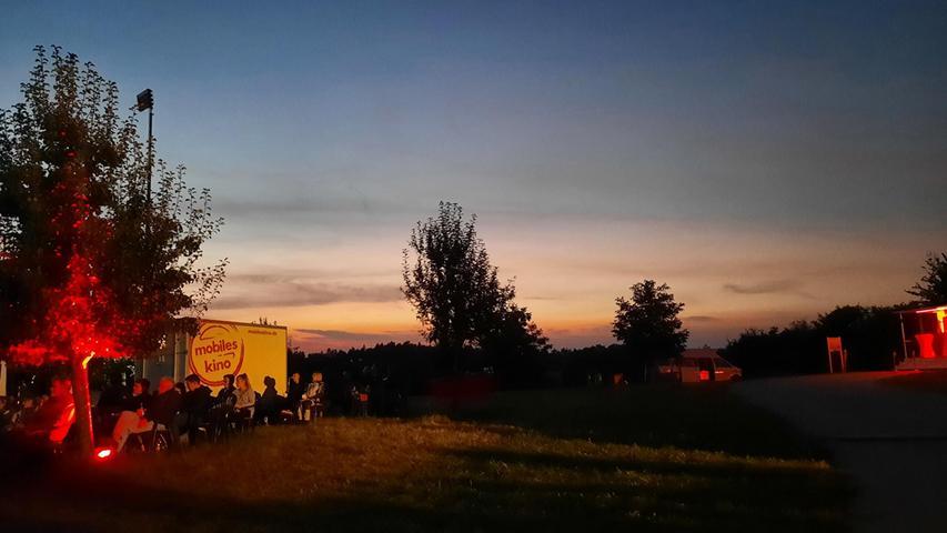 Es ist ein fröhlicher, entspannter Familienabend gewesen an dem idyllischen Sklavensee, den der Energieversorger in Kalchreuth auf die Beine gestellt hat.