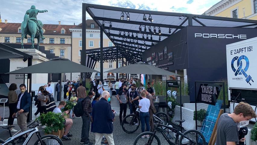 Fahrräder sind Teil des neuen Konzepts - auch Porsche kann auf seinem Open Space mit Bikes dienen.