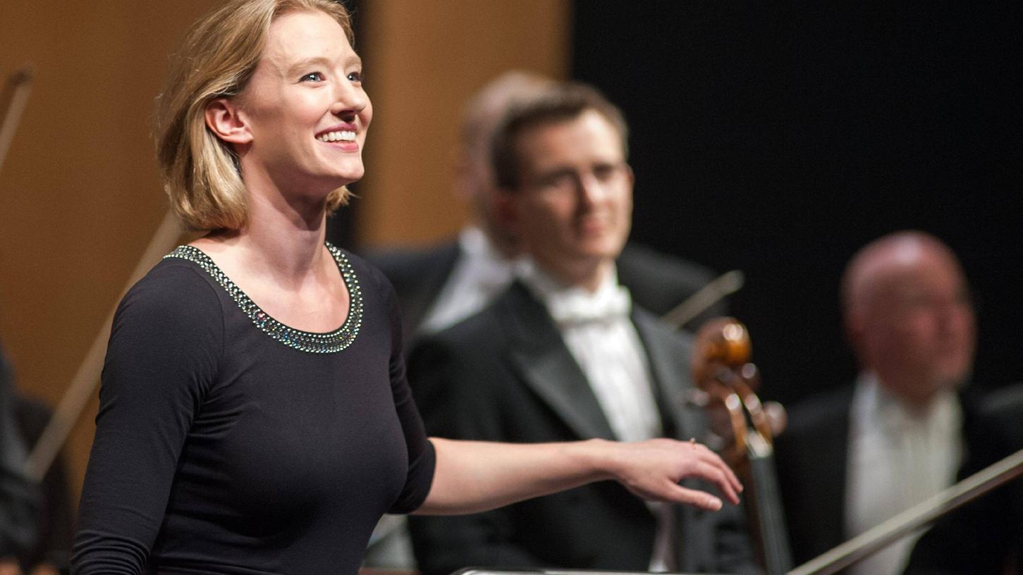 Löst mit ihren Aufritten Applaus und Begeisterung aus: Nürnbergs Generalmusikdirektorin Joana Mallwitz.