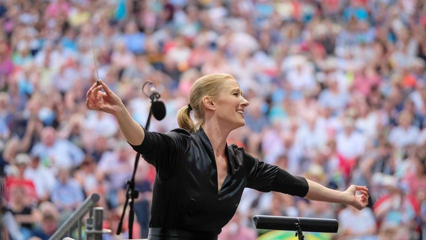 Große Bühne, großer Jubel: Joana Mallwitz im Jahr 2019 beim Klassik Open Air im Luitpoldhain.