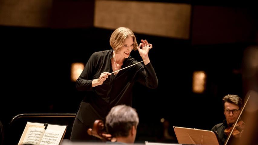 Um das Gelingen der Nürnberger Opernhaussanierung macht sich Joana Mallwitz Sorgen.