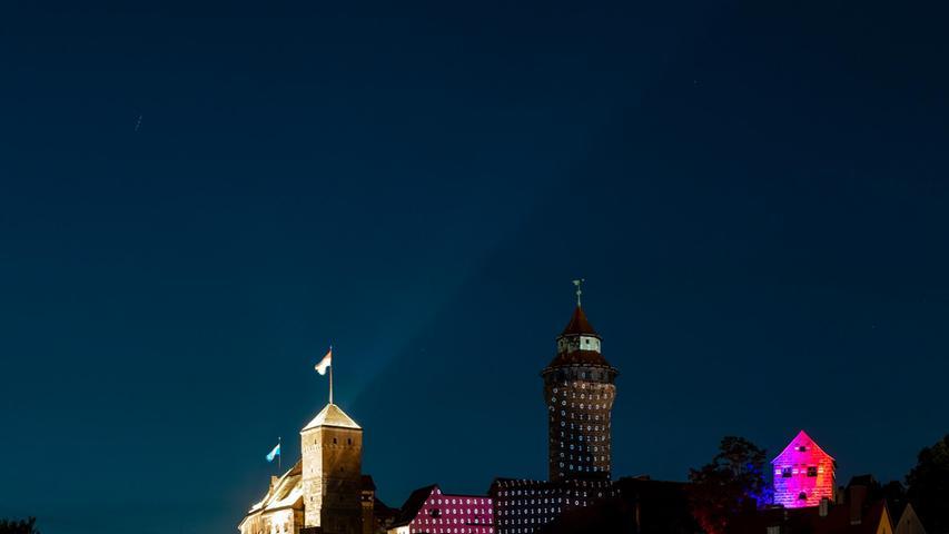 Eine Begleitausstellung zur Burgprojektion wird von 11. September bis 16. Oktober im Kunstverein Kohlenhof zu sehen sein.